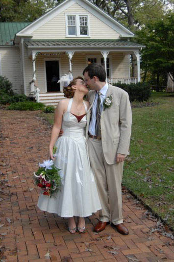 Julie-Vintage-style-wedding-dress