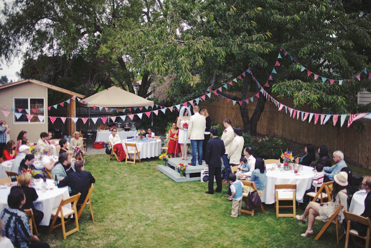 Tiny Backyard Wedding : Tasha & Noah?s Americana Backyard BBQ Wedding ? Rock n Roll Bride