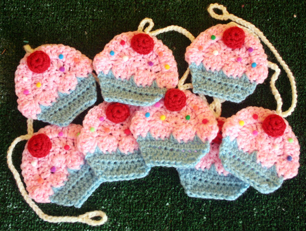 How Tocrochet Your Own Cupcake Garland Diy Tutorial By Twinkie