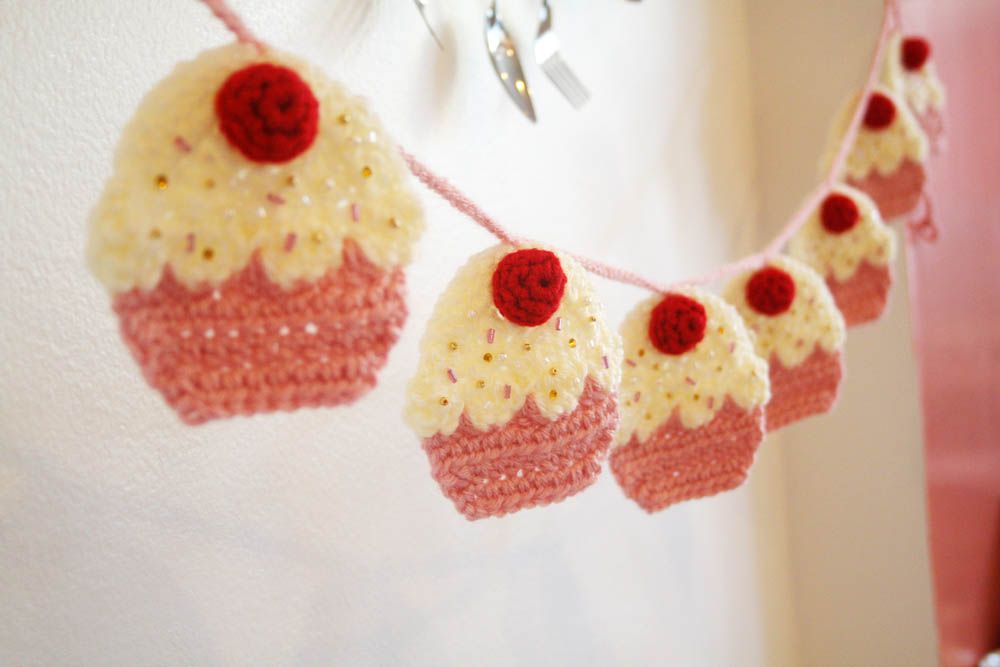 Crochet Pattern Free Cupcake : How to?Crochet Your Own Cupcake Garland (DIY Tutorial by ...