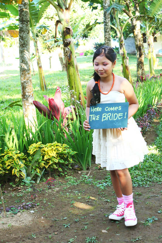 7cd036033a3 The junior maid of honor carrying HERE COMES THE BRIDE SIGN · Rock n ...
