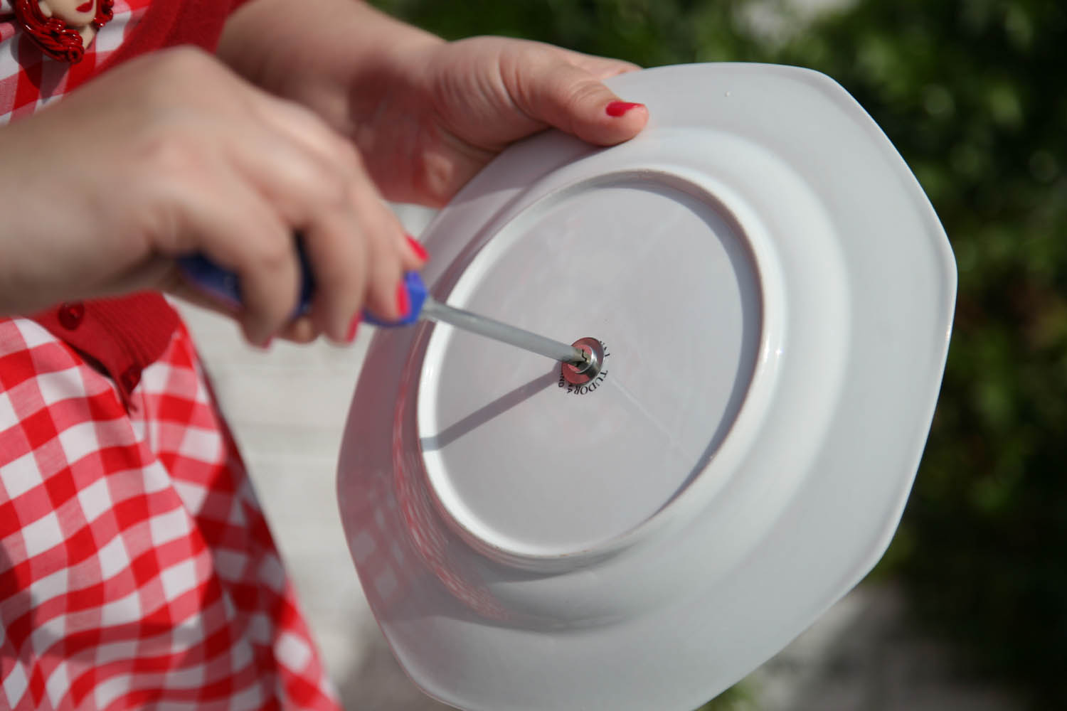 Put your washers on and then poke the bottom screw into the plate. Put a soft washer on the topside of this plate and then apply the cake stand fitting. & DIY Tutorial: Vintage China Cake Stand · Rock n Roll Bride