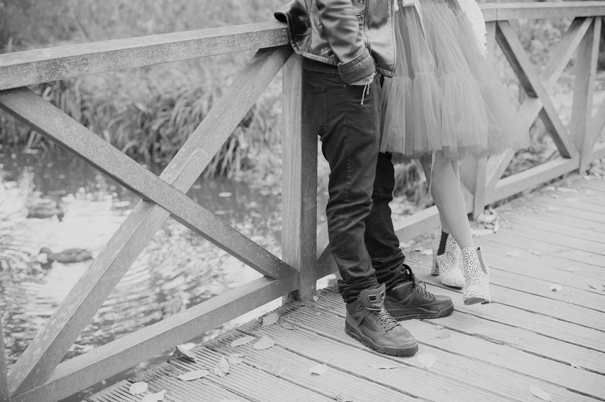 A rockin a rollin bushy park engagement shoot theo - Fotos de parejas en blanco y negro ...