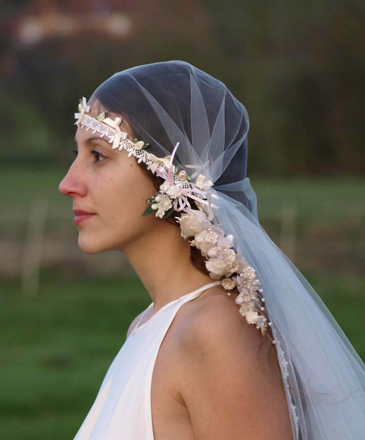 Learn to make your own wedding veil, giving it a special handmade touch, with easy instructions from DIY Network.