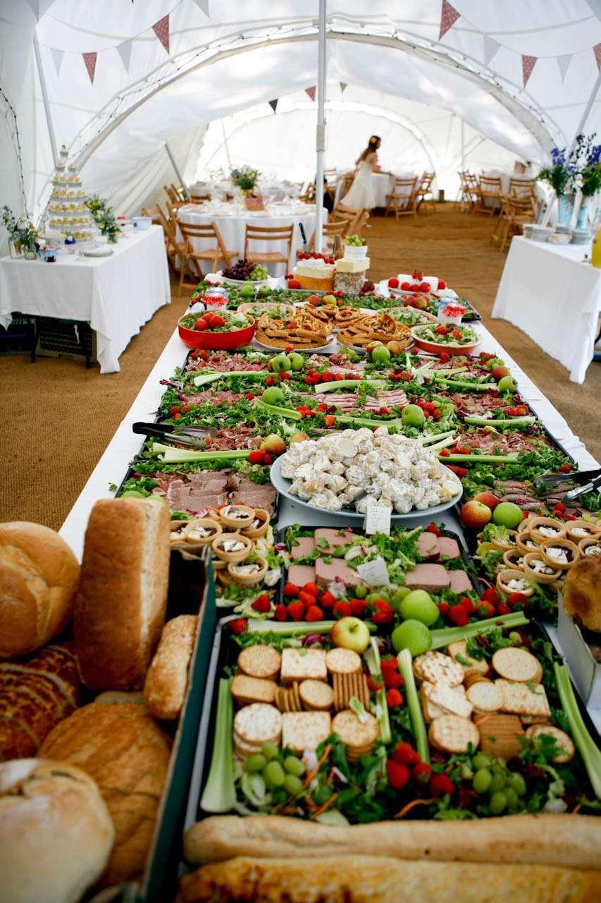 A picnic wedding alex denise rock n roll bride for Food bar catering