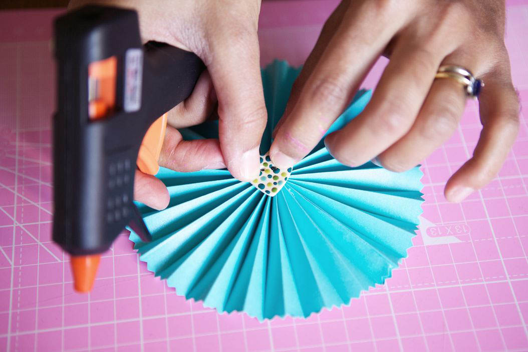 DIY Tutorial: Pretty Paper Fans · Rock n Roll Bride
