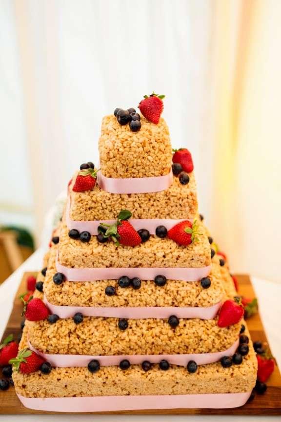Make Hay Bale Wedding Cake
