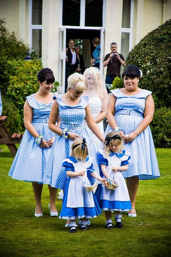 alice in wonderland raw wedding photography 089 rock n roll bride. Black Bedroom Furniture Sets. Home Design Ideas