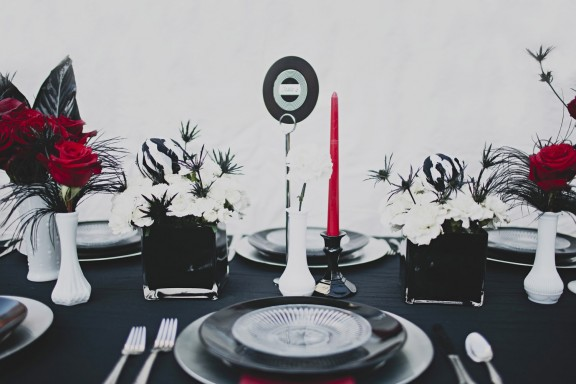 Records rock n roll bride for Vinyl record decoration ideas