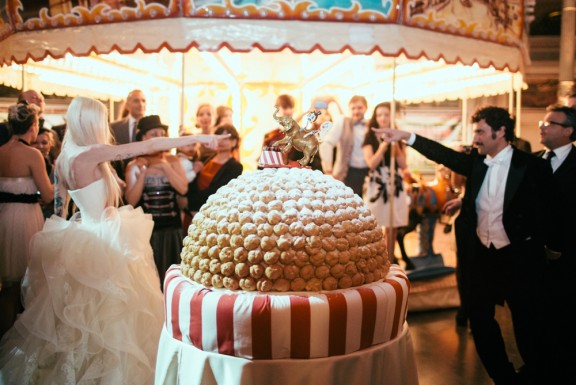 TheWeddingCircus_145_CakeBomb