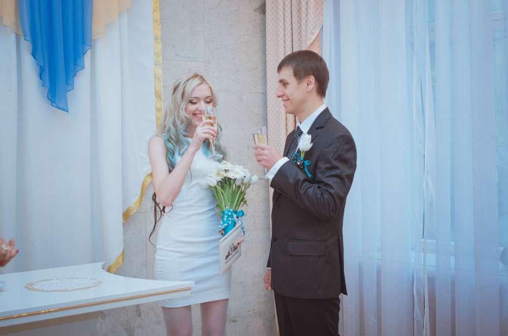 BudgetFriendly Wedding in Ukraine and a Bride with Blue Hair Annie