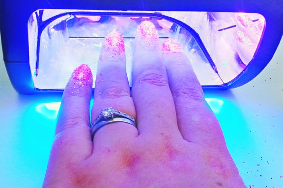 How to apply glitter gel to nails