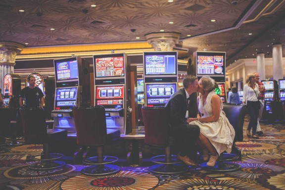 quirky-las-vegas-wedding-sally-t-photography-kerry-rob-092