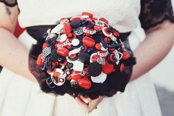 Black and White Beach Wedding: Claire & Simon · Rock n Roll Bride