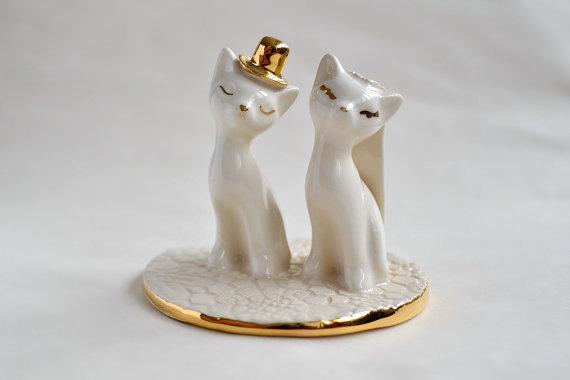 Cat wedding cake topper, in gold and ivory - pastel wedding, bride and groom cats ceramic cat cake topper wedding, wedding keepsake