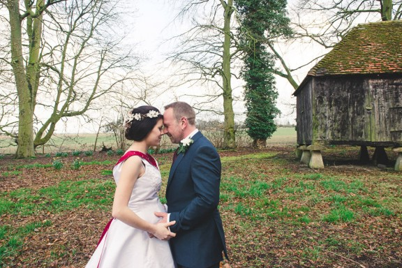 emilie-and-antony-lains-barn-wedding-photography-by-london-wedding-photographer-_-www.babbphoto.com-66