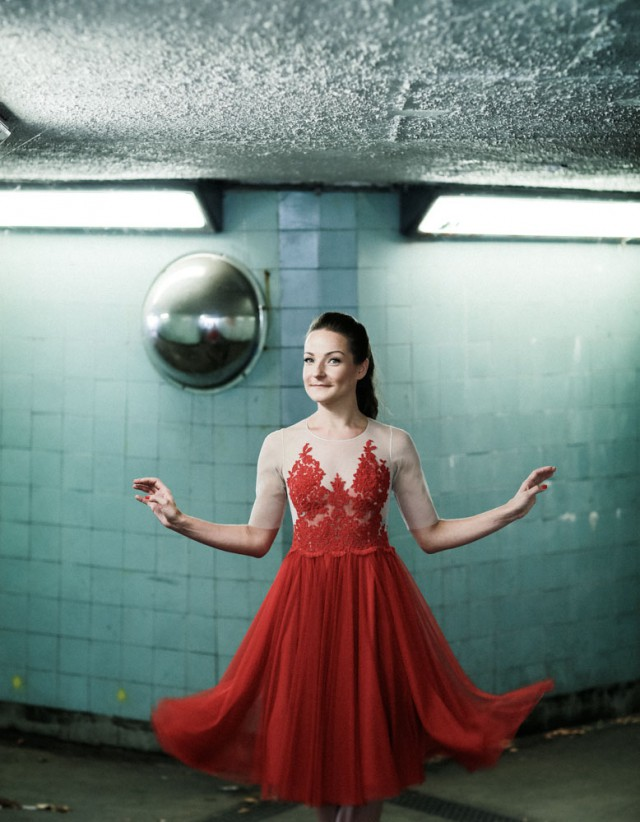 London Elopement with the Bride in Red · Rock n Roll Bride
