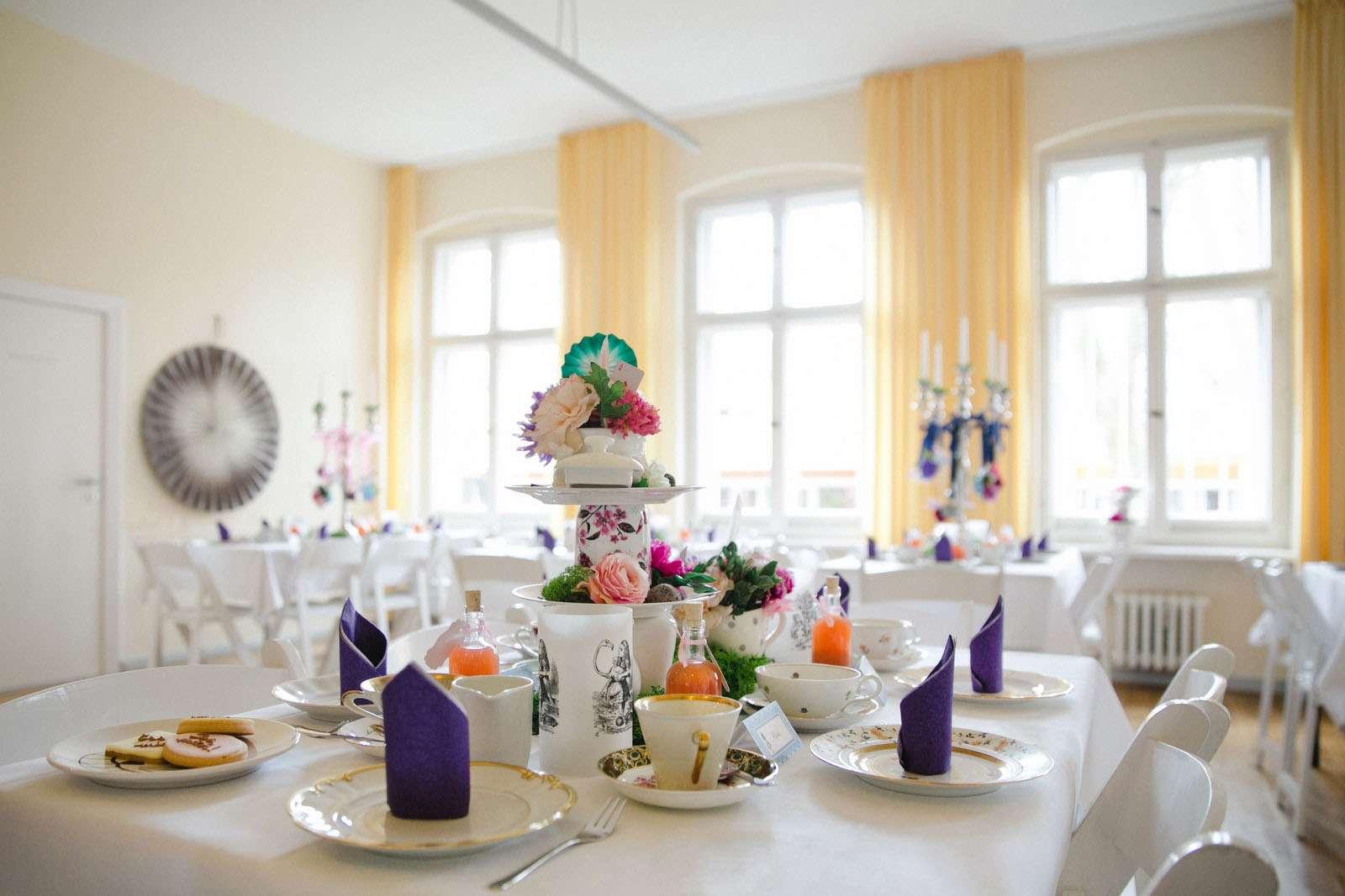 Alice in Wonderland Wedding in Berlin · Rock n Roll Bride