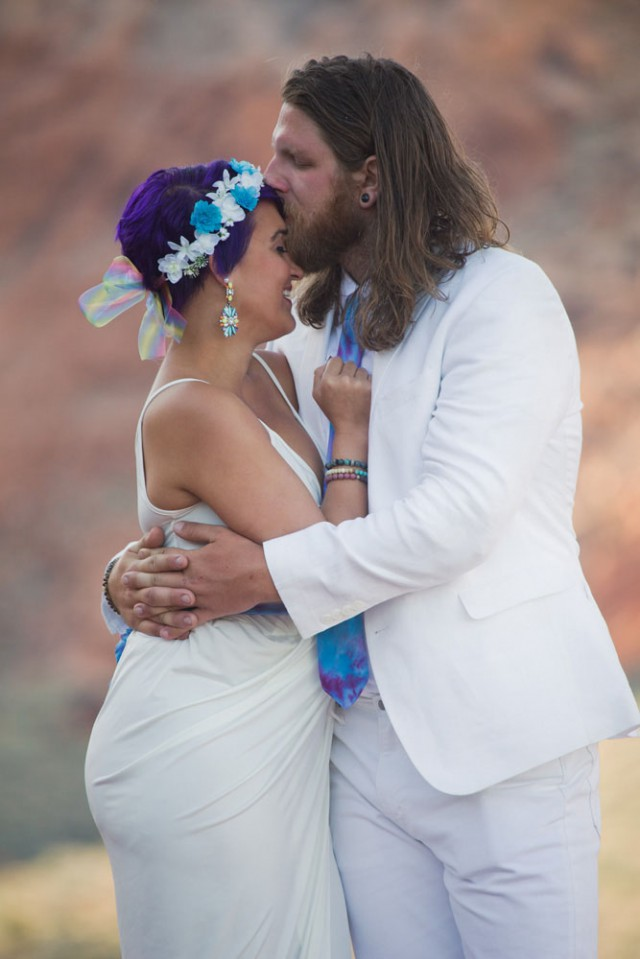 Hippies in the vegas desert wedding13