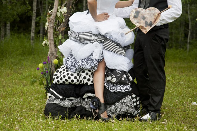 outdoor black and white wedding18