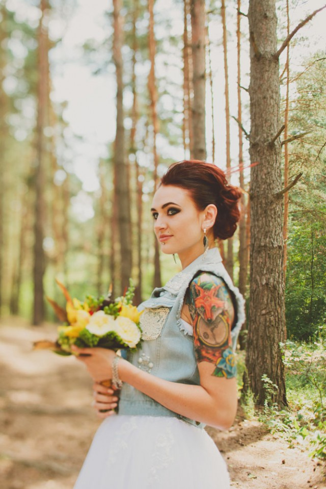 whimsical feather wedding in the russian woods (29)