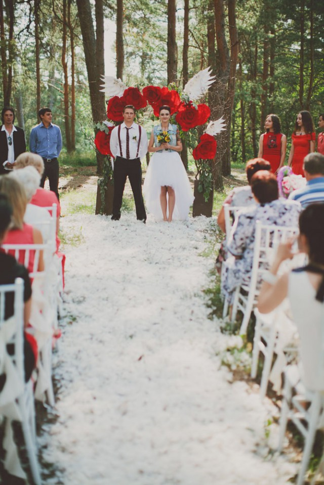 whimsical feather wedding in the russian woods (57)