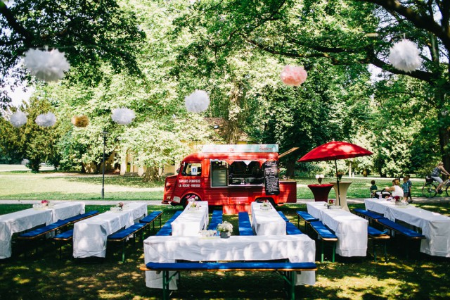Casual park wedding in Germany (17)