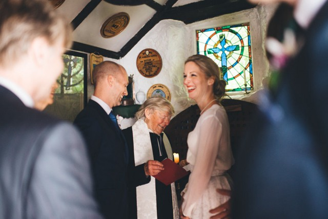 worlds smallest church wedding (14)