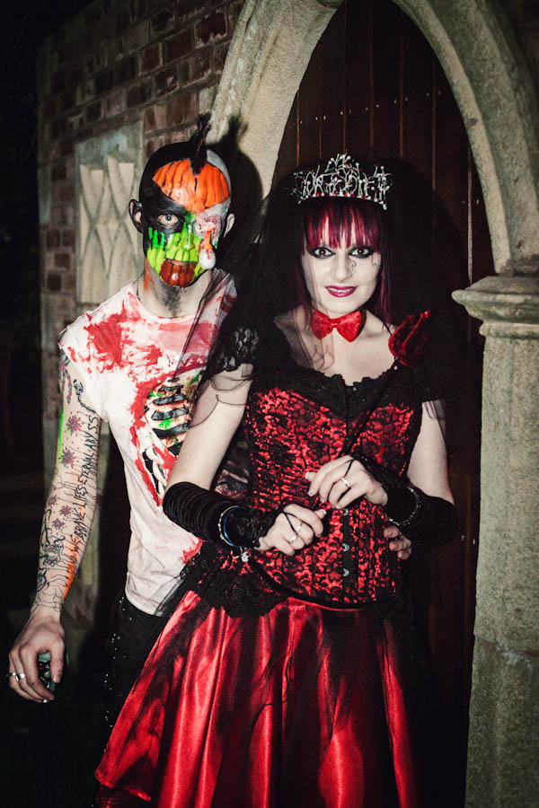 16 Creative And Easy Ideas For Your Halloween Wedding Rock N