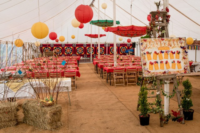 colourful back garden wedding_matt_badenoch_photography (4)