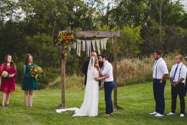 Hip Southwest-Meets-Midwest Outdoor Wedding (38)