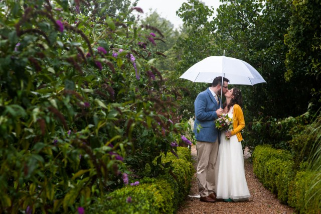 colourful rainy summer wedding (30)