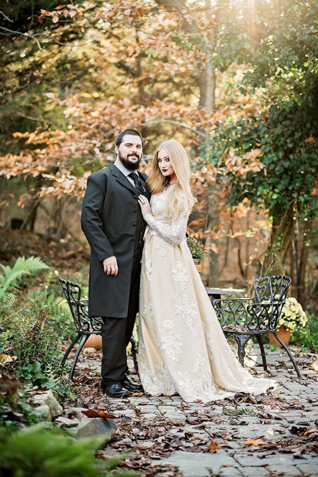 dark, woodland fairytale wedding (27)
