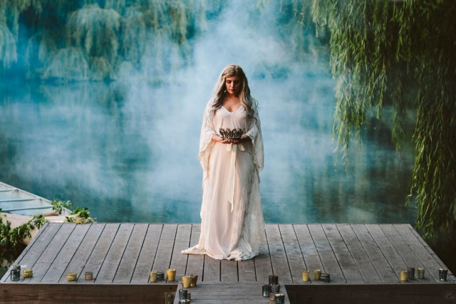lady in the lake bridal shoot (41)