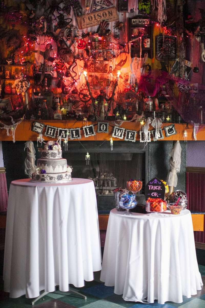 tiffany&co官网_Halloween and Music Themed Wedding at a Rock Club · Rock n Roll Bride