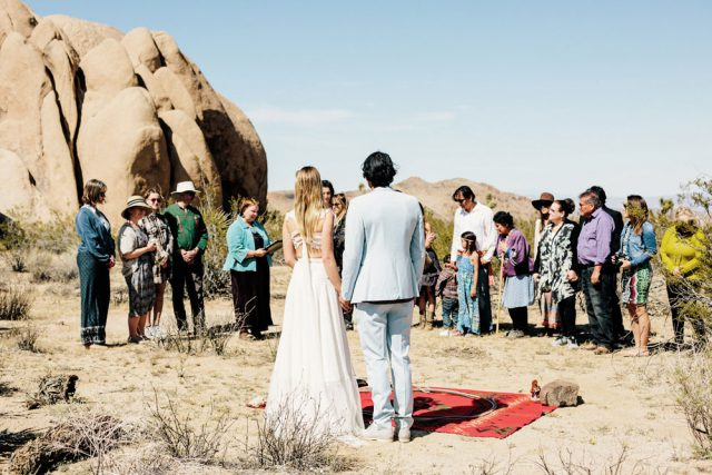 Heartfelt & Bohemian Joshua Tree Wedding (36)