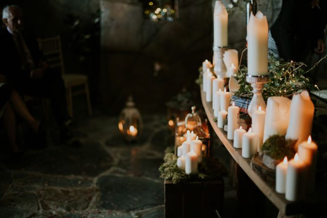 boho-inspired-shakespearean-wedding-in-a-cave-7