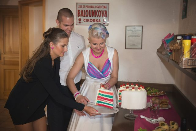 comfortable-and-colourful-czech-republic-wedding-22