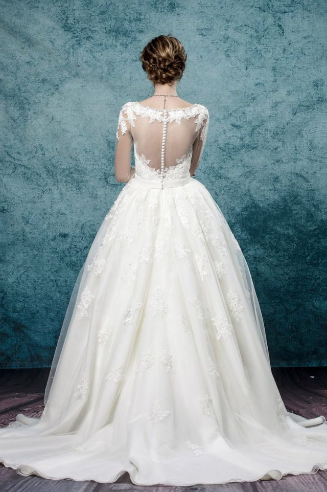 Win a Made-to-Measure Wedding Dress from Leis Atelier! (10)