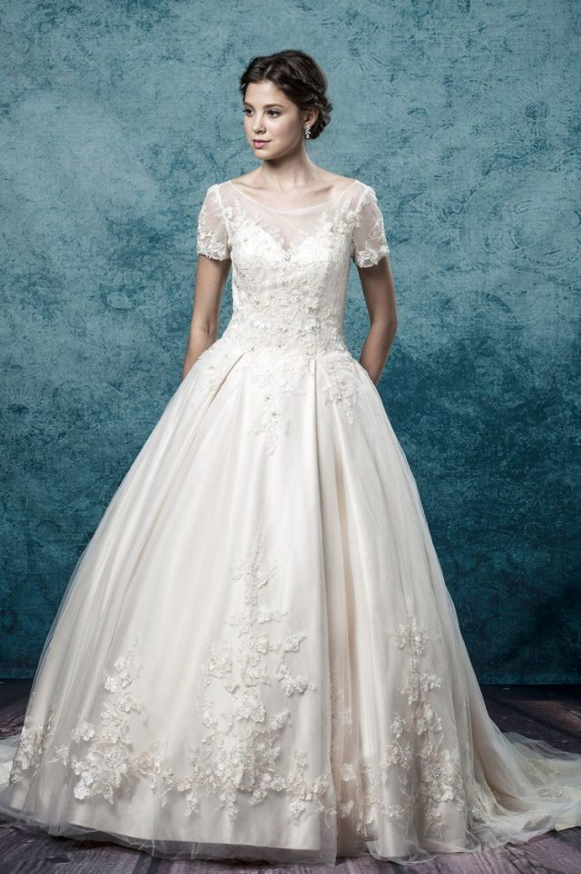 Win a Made-to-Measure Wedding Dress from Leis Atelier! (11)