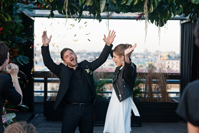 Alice And Andrew S 50 Guest Wedding Was Held On A Rooftop In Moscow They Gave Their Guests Dress Code To Wear Only Black The Cake All As