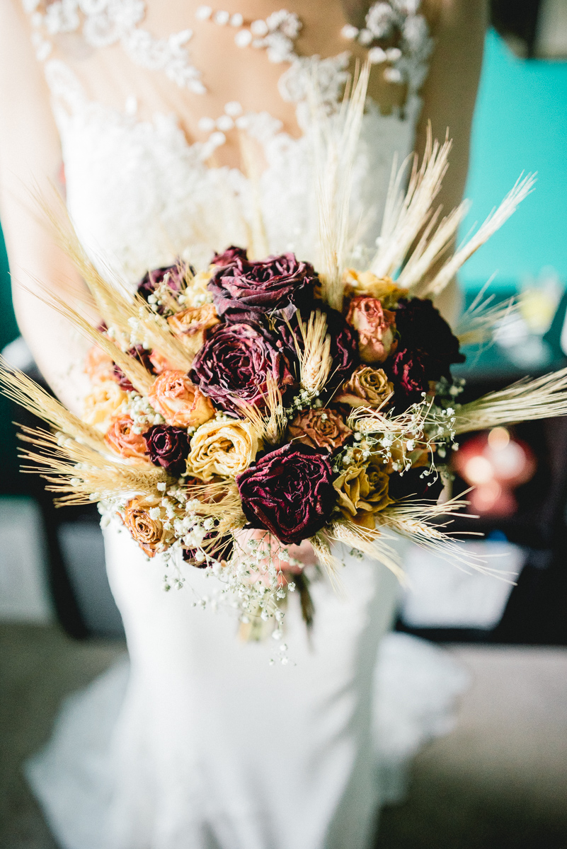 Golden Autumnal Wedding with DIY Catering & Dried Flowers · Rock n ...