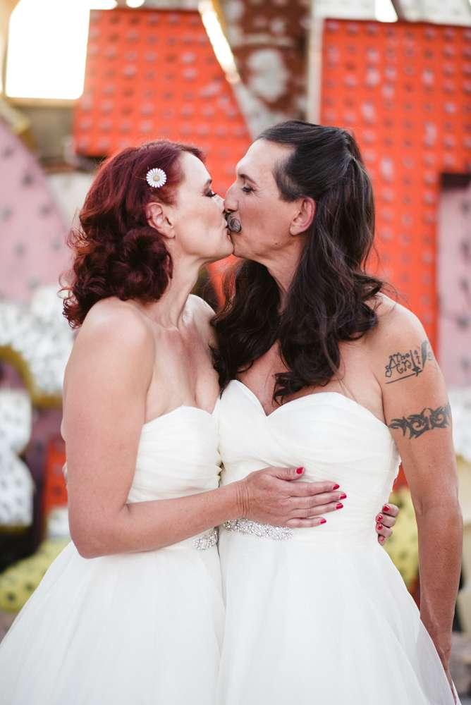 Wedding In Vegas.Cross Dressing Las Vegas Wedding With The Bride Groom In The Same